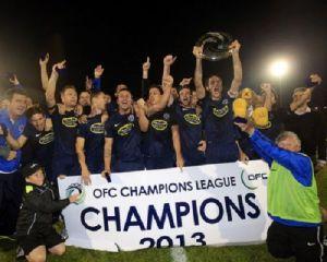 La Plantilla del Auckland City celebra su Champions Oceánica.